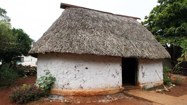 El diseño, materiales y técnicas de construcción de las casas tradicionales mayas como ésta siguen siendo las mismas de hace más de 1.200 años. La madera para las casas mayas solo se corta durante la Luna llena para asegurarse de que las vigas sean fuertes y resistentes a insectos. &nbsp;<span class='italic'>Crédito de imagen:&nbsp;José Huchim Herrera</span>