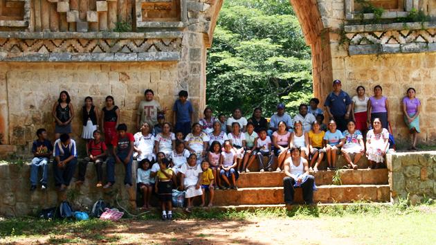 """Miembros del Equipo de Restauración Arqueológica de Uxmal visitan el yacimiento arqueológico de Labná en la región <a href='#' class='glossary-tip' title=""""Significa """"montaña"""" en maya yucateco; una región al noroeste de la península de Yucatán. Un estilo arquitectónico caracterizado por una fina ornamentación."""">Puuc</a>.&nbsp;<span class='italic'>Crédito de imagen:&nbsp;José Huchim Herrera</span>"""