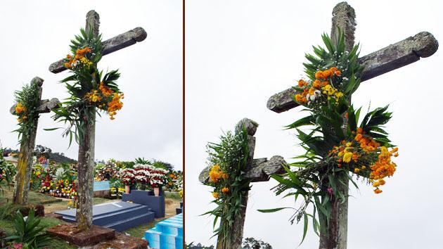 Las cruces casi siempre se adornan con plantas, frutas y maíz, una costumbre heredada de los antepasados mayas.&nbsp;<span class='italic'>Crédito de imagen:&nbsp;Elin Sahlin</span>